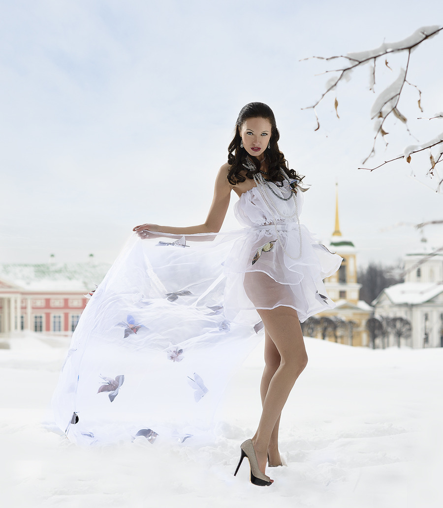 Woman in the snow, Kuskovo | glamour, model, woman, brunette, winter, high-heeled shoes, snow, chiffon underwear, Kuskovo, necklace