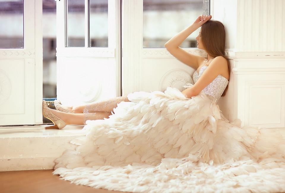 Beutiful dress | white dress, high-heeled shoes, white room