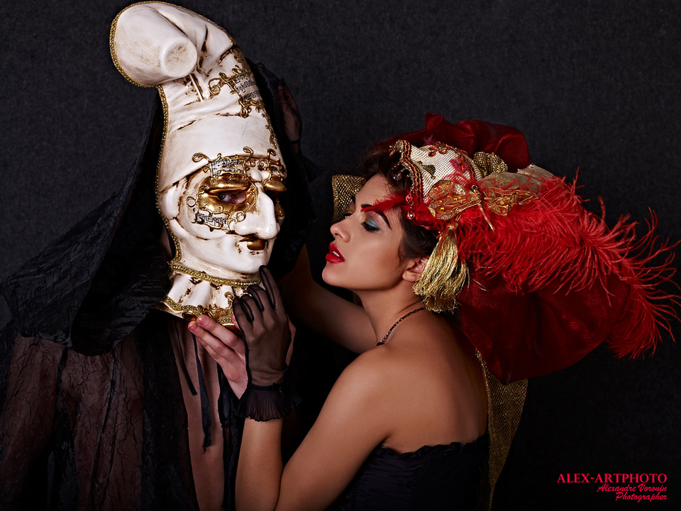Italian masks | masks, tan, hat with feathers, glamour