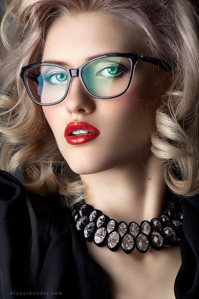 Too much retouched | retouched pic, perfect skin, glasses, blond