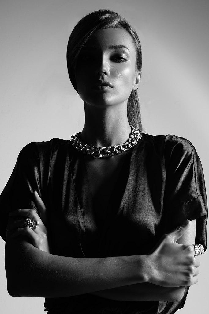 Half black half not   black and white, girl, square-shouldered, rapper chain