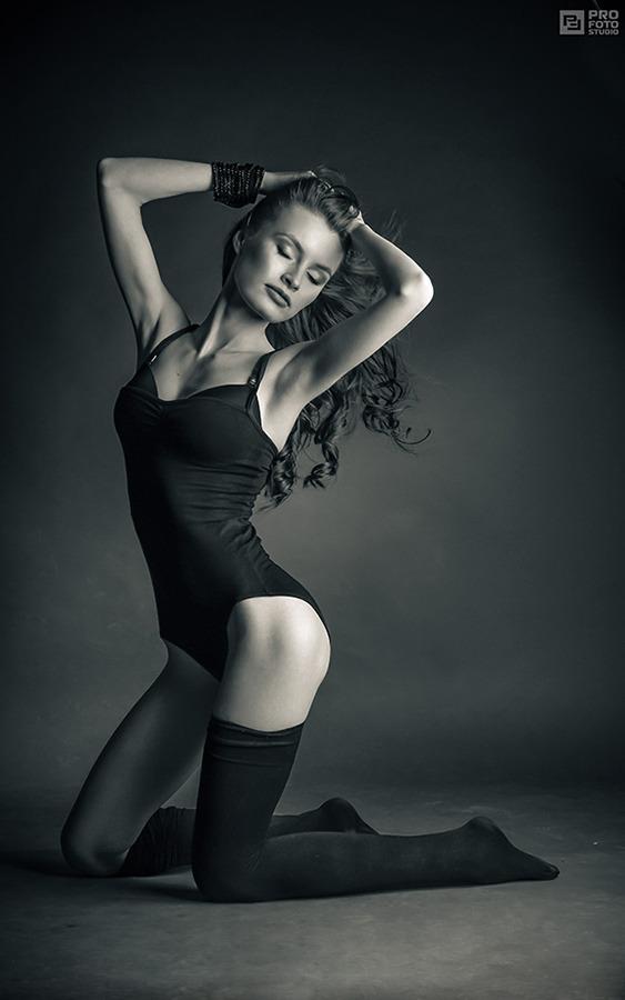 Gymnastic | gymnastic, girl, black & white