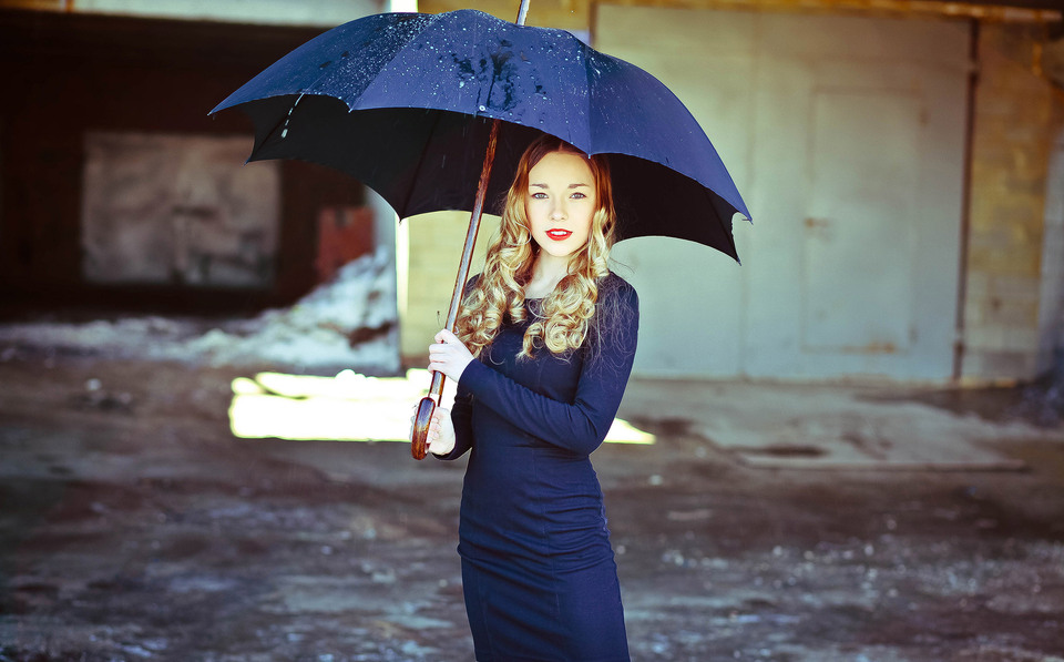 Rainy day   umbrella, enviromental portrait, garage, street