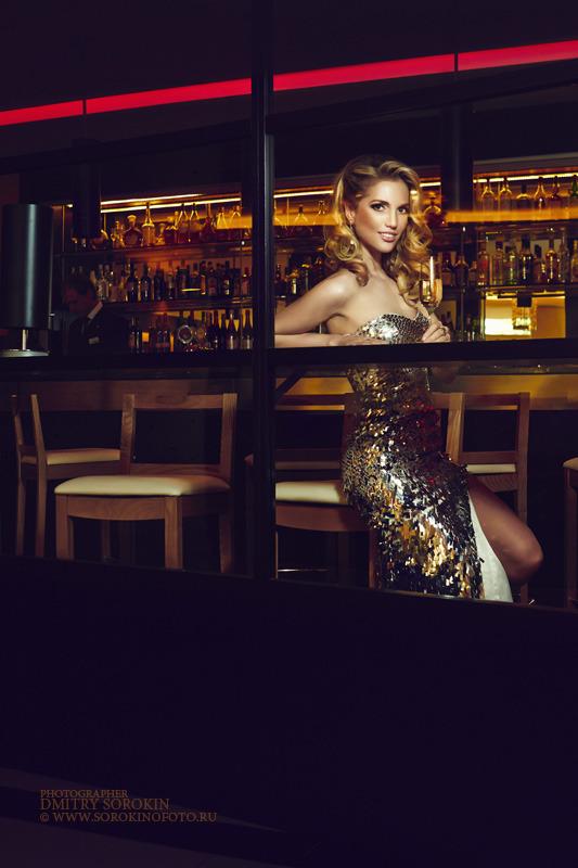 Evening dress | evening dress, restaurant, blond