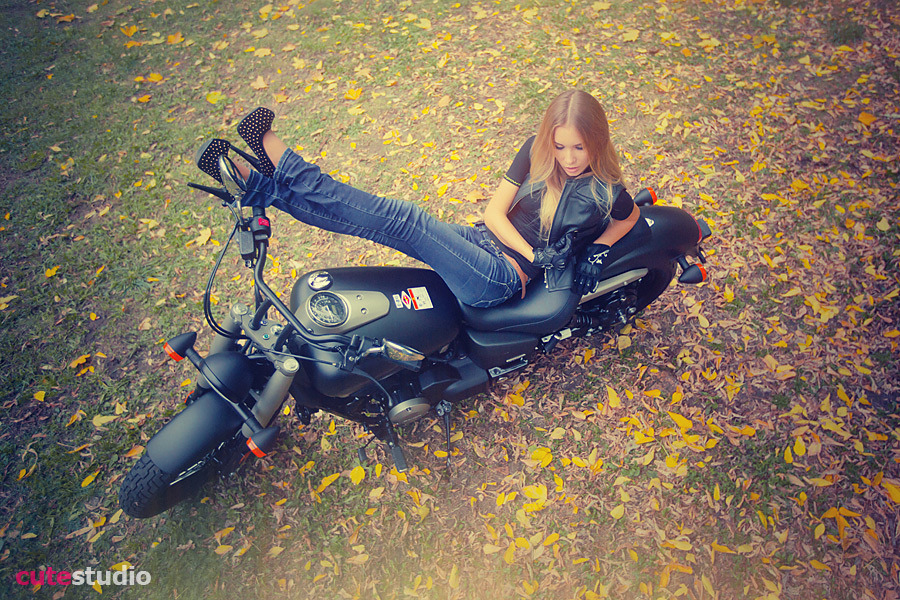 Rocker | rocker girl, bike, fallen leafs, autumn