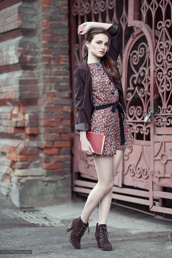 Student | student, enviromental portrait, sidewalk