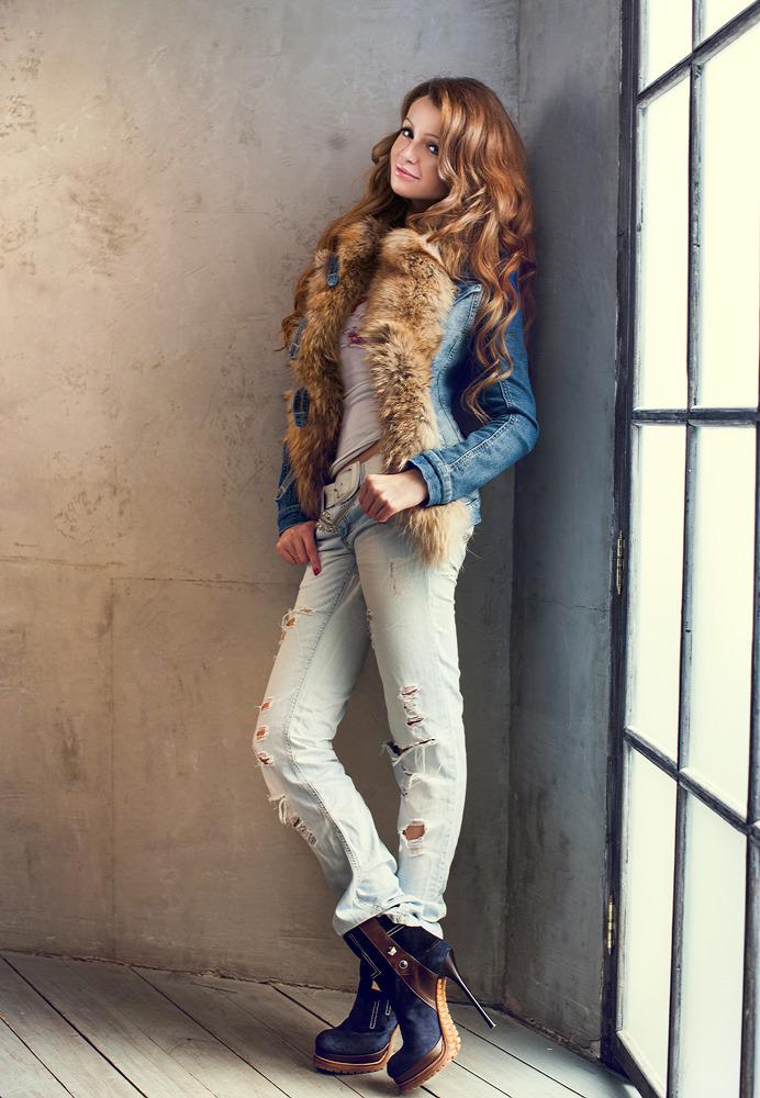 Girl standing in the corner   corner, jeans, redhead, window