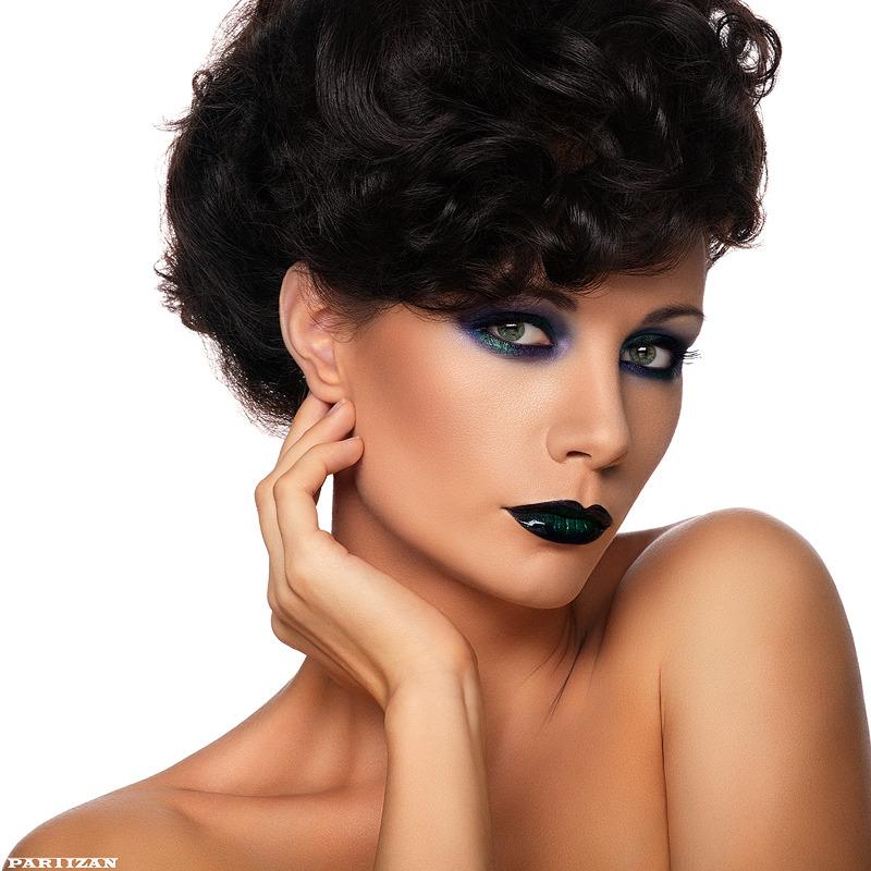 Tanned woman | tan, retouch, dark hair, black lipstick