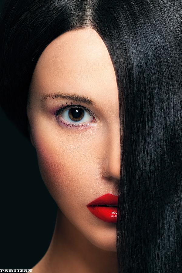 Halfaced | dark hair, big eyes, red lipstick