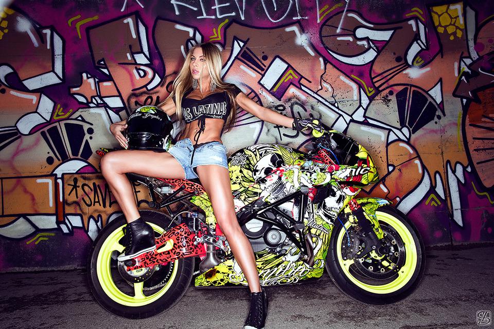 Fantastic bike | bike, girl, long lags, graffiti