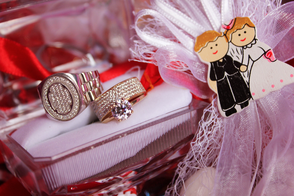 Toy couple and wedding rings on the table | wedding, rings, toys
