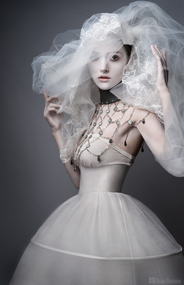 Bride in a collar | glamour, model, bride, wedding, wedding dress, veil, infanta, necklace, collar, accessories