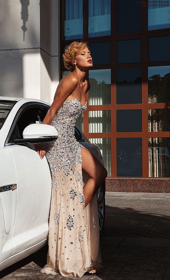 Beautiful blonde in evening dress and white car | glamour, model, car, blonde, windows, sunny day, evening dress, red lips, strassses, beautiful
