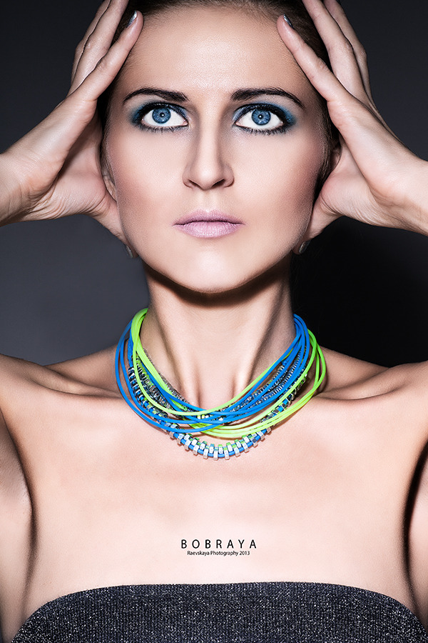 Girl with blue eyes | glamour, model, girl, make-up, blue eyes, perfect skin, nacked, face, brunette, necklace