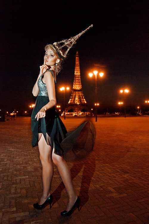 Glamour model against a background of the Eiffel Tower | model, Eiffel Tower, night, lanterns, dress, dark, shade, accessory, young, make-up