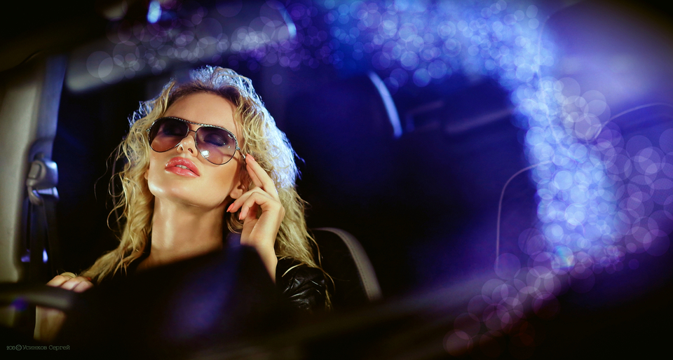 Duckfaced girl in the club | duckface, nightclub, mist, sunglasses