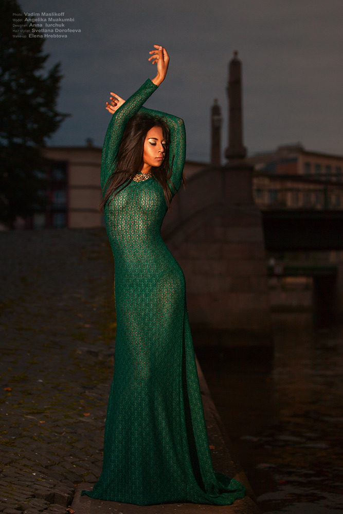 Beautiful girl in green dress | glamour, portrait, model, girl, green, dress, street, slim, evening, bridge