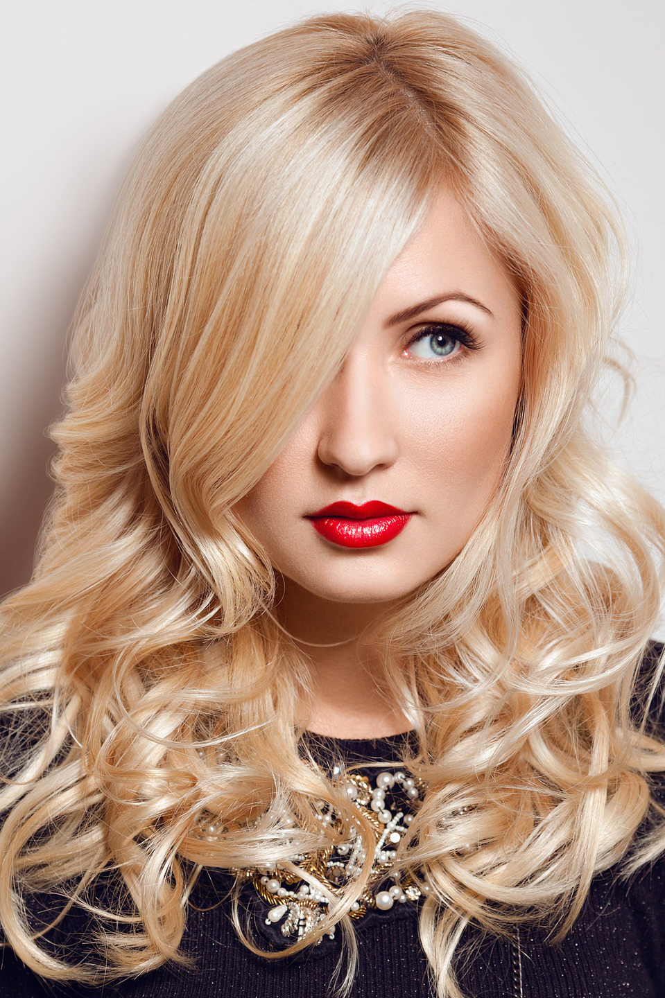 Beautiful blonde with red lips | glamour, model, woman, blonde, hair-do, red lipstick, make-up, blue eyes, beautiful, face