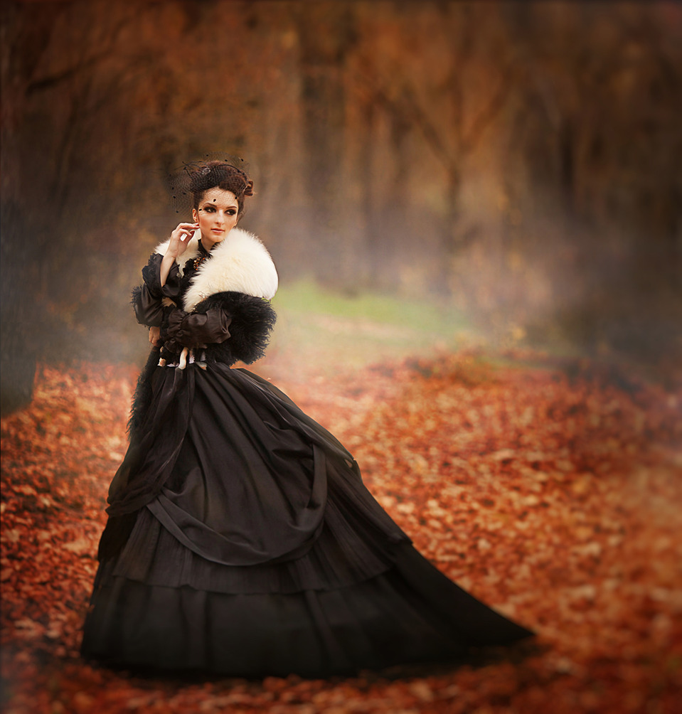 Girl in black | black dress, fallen leafs, forest, environmental portrait