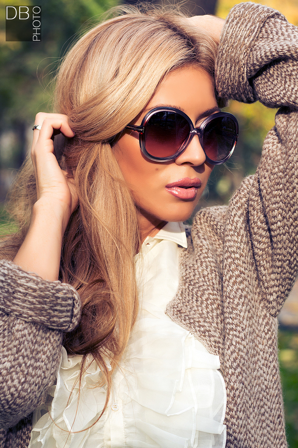 Girl in the sunglasses | glamour, model, girl, sunglasses, make-up, blouse, lipstick, long hair, birthmark, hands
