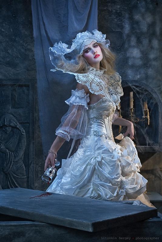 Dracula's bride | bride, dracula, vintage, room