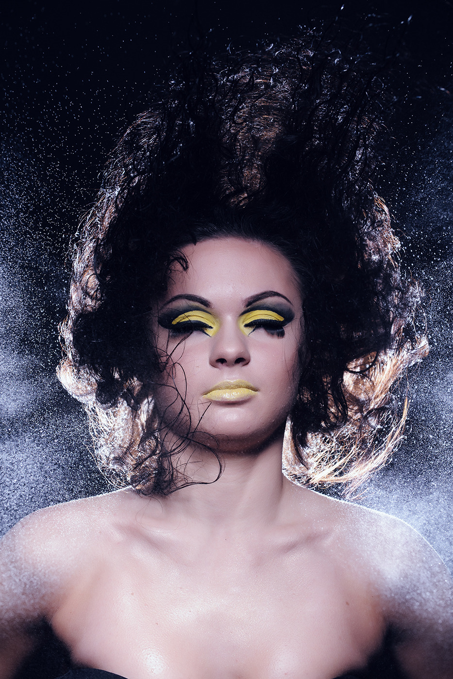 Flying hair | flying hair, yellow make-up, light skin, water