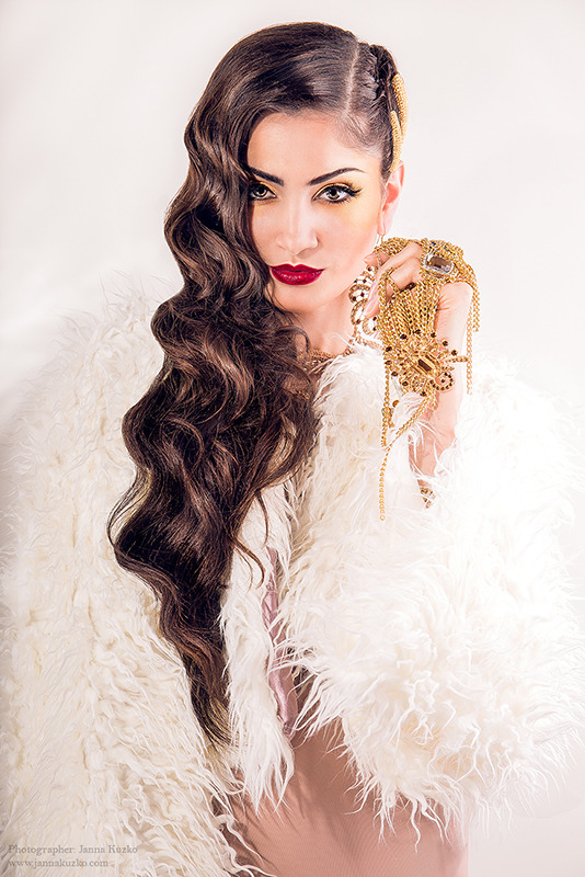 Beautiful brunette with jewelry | glamour, model, girl, brunette, hair-do, make-up, fur coat, jewelry, red lips, long hair