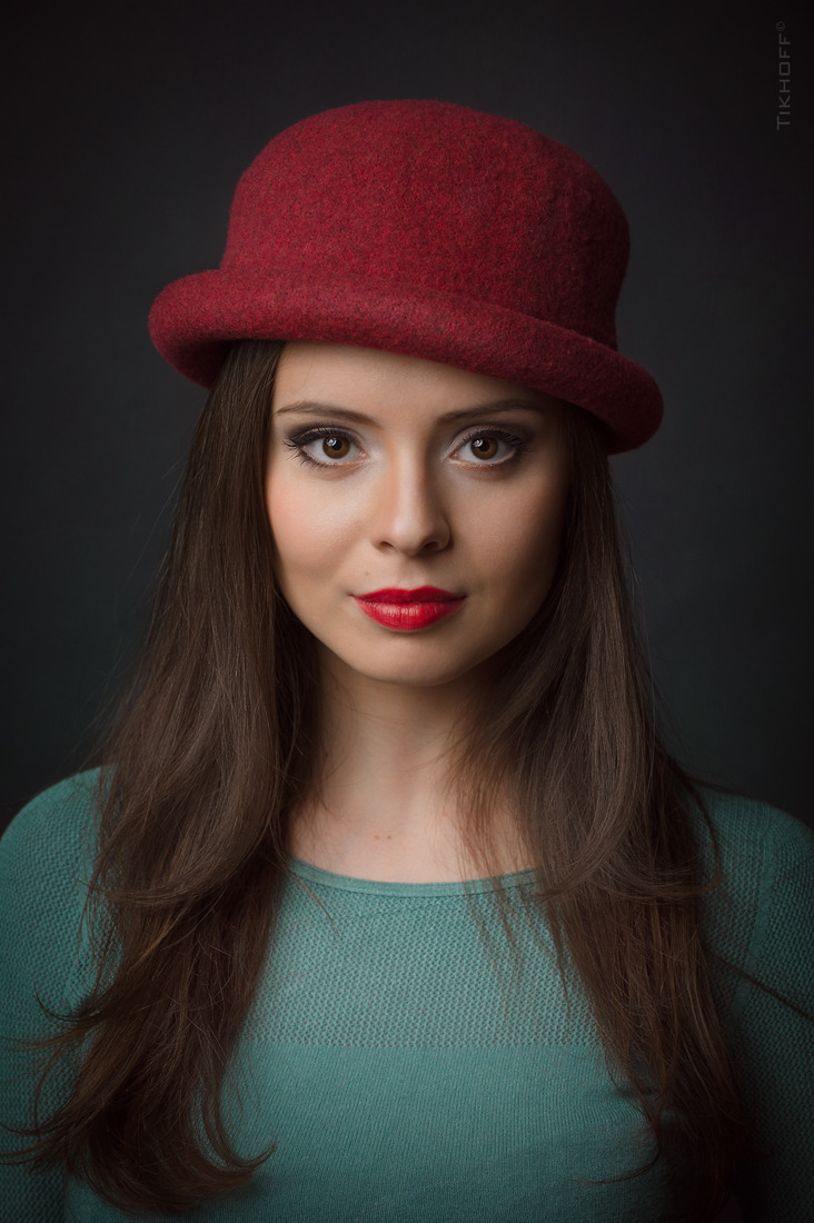 Her name is Vlada  | red hat, red lips, Russian glam
