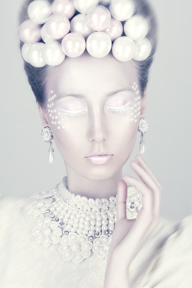 Pearls al over the girl | pearl, unique, fantastic, futuristic picture